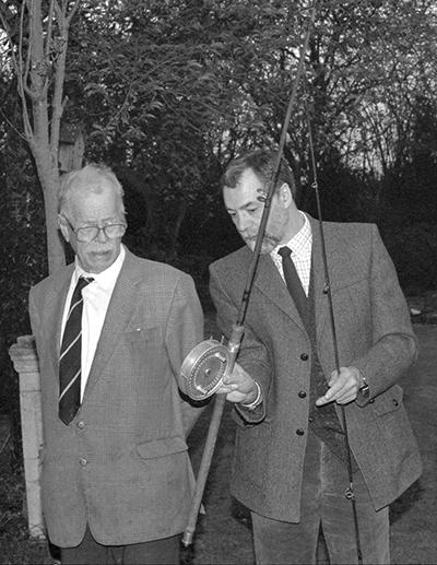 Len Arbery and 'BB' complete the deal struck at the Carp Conference 90